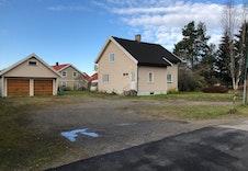 Eksisterende hus og garasje skal rives.