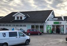 Nærbutikken som ligger omlag 150-200 meter fra tomten.