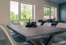 Gjennomgående lys kjøkken og stue-del gir et moderne og tidsriktig preg. (Bildet er tatt fra et tilsvarende prosjekt på Hamar og vil avvike noe fra prosjektet på Yttervegen.)