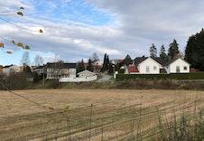 Bilde tatt ved skolen og opp mot byggefeltet