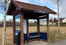 Busstopp ved skolen.