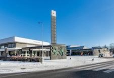 Jessheim sentrum med rådhuset som også inneholder kino, teater og bibliotek.