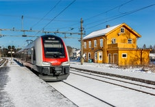 Kun 4,5 km til Hauerseter stasjon med gode parkeringsmuligheter.