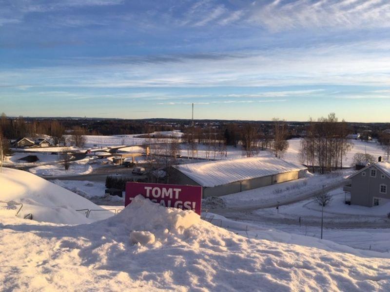 Nannestad//Eltonåsen: byggeklar eneboligtomt // populært boligområde // nært marka, skoler og barnehage