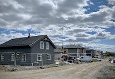 Bilde av hus under bygging på feltet