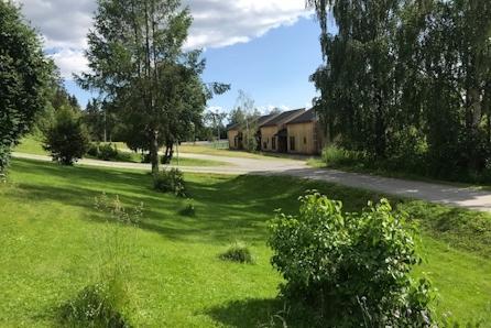 Tomt sentralt beliggende i Brumunddal. Nær  Mørkved skole.