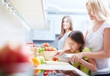 Familie lager mat.