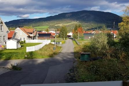 Stor endetomt i rolige omgivelser på Jørstadmoen. Barnvennlig område med kort vei til skole og barnehage.  RESERVERT