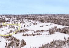 Dronefoto over Nordseter Fjellgrend- gul linje viser hvor skiløypa går (Mono Media)
