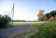 Bilde fra fotballbana tilhørende Skogen Sør (foto: Joakim Mangen)