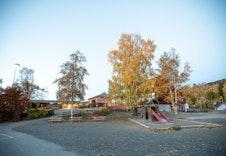 Søre Ål barneskole ligger i gangavstand fra leilighetene (foto: Joakim Mangen)