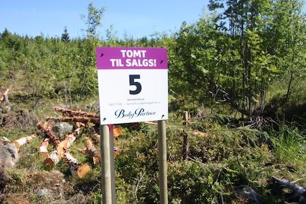 14 av 16 solgt! Eneboligtomter i landlige omgivelser på Skogen sør. Gode solforhold, rolig og barnevennlig.