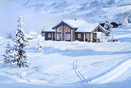 VIKERFJELL! Flott og romslig familiehytte på stor tuntomt. Snøsikkert og kun 1,5 time fra Oslo!