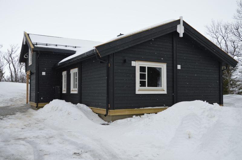 Innholdsrik familiehytte m/hems prosjektert på toppen av Gol Ski park/Skagahøgdi. Nydelig utsikt og gode solforhold