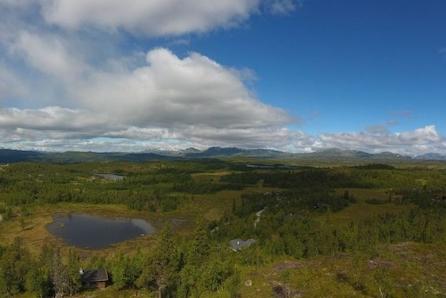 Torpoåsen - hyttetomt på en kolle med gode solforhold og panoramautsikt til Hallingskarvet/Reineskarvet.