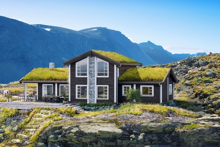 Norefjell Vest/Rakketjern  Boligpartners flaggskip hyttemodellen Høgvarde med et bruksareal på 149 kvadratmeter. Stor selveiet tomt. Flott utsikt med skiløyper i umiddelbar nærhet. Kort vei til alpinanlegg på Norefjell.