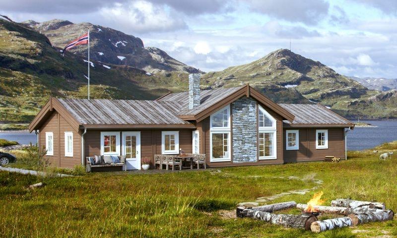 Veggli/Rustvegen Vest - Romslig familiehytte. Solrikt med flott utsikt mot Hardangervidda. Skiløyper i umiddelbar nærhet