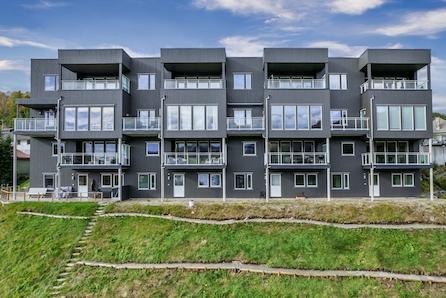 Vikeså | Innflyttingsklar, flott leilighet med stor overbygd balkong og nydelig utsikt. Lave omkostninger!
