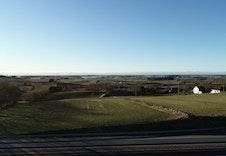 Utsikt mot Orrevatnet og havet i vest.