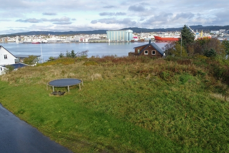 Torvastad - Stor boligtomt med nydelig utsikt til sundet!