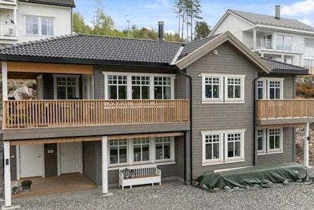 Stølhaugane - Enebolig med praktfull utsikt over Alversundet!