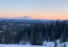 Nyt vakre solnedganger fra fjellet