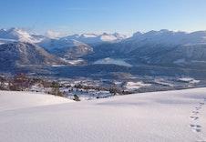 Spenn på deg skiene ved hytten og nyt utsikten i den flotteste nordmørs-naturen