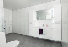 Hovedbad U. etasje med nisje til vaskemaskin