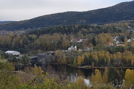 Solrik flat tomt med umiddelbar nærhet til skogen