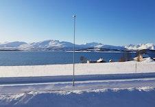 Utsikt mot vest og fjellene på Kvalølya.