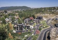 Dette er kun en illustrasjon av tenkte boliger på tomtene. Illustrasjon vil avvike fra virkeligheten, og gjengir ikke nøyaktig tomt og miljø.
