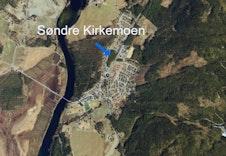 Tomtene ligger rett nord for Dagligvarebutikken Kiwi. Feltet føyer seg fint inn i allerede etablerte boligfelt.