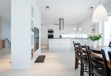 Illustrasjon av stue/kjøkken. Kan avvike fra virkelig miljø og omgivelser.