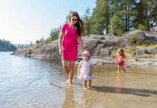 Bingsfoss stranda, et idyllisk badested i nærhet av Sørumsvingen.