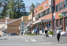 Gangavstand til Sørumsand sentrum med et godt servicetilbud og attraktive forretninger.