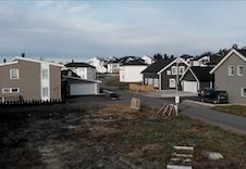 Tomten med ulike BoligPartner hus i bakgrunnen