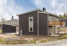 Begge boenhetene får hver sitt hageareal i front og på siden av boligen.