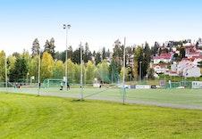 Neskollen har et veletablert idrettslag med bl.a fine fotballbaner og idrettshall