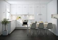 Boligene kan leveres med Vidde, hvite kjøkkenfronter fra Sigdal. Bildet illustrere kun kjøkkenmodellens fronter, ikke omfang eller øvrig utstyr. Dette varierer på de forskjellige husmodellene.
