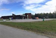 Dagligvarebutikker på Eltonåsen ca. 3 km fra tomten.