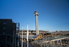 10 minutter kjøring til hovedflyplassen er praktisk når man skal ut å reise både i jobb og privat.  Her er det også mange arbeidsplasser i nærheten av boligfeltet.