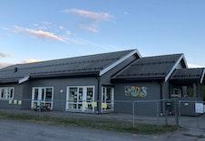 Breenenga FUS Barnehage ligger i gangavstand fra boligfeltet.