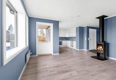 Stuen i en tilsvarende  leilighet i et annet boligprosjekt.   ( Bildet kan avvike fra leveransen i dette boligprosjektet.)