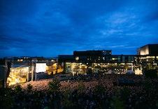 Hamar kulturhus inneholder bibliotek, kino, konsertsal, kulturskole, ungdomskulturhus, musikkverksted, kafé, galleri og kontorlokaler. Det arrangeres ofte konsereter utenfor kulturhuset.