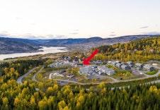 Dronefoto over Skogenfeltet mot nordvest, Skogenåsen markert (bildet er tatt i 2018)
