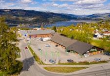 Dagligvare, apotek og treningssenter i Søre Ål 3 km unna.