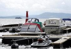 Storsjøen inviterer til båtliv og har flere brygge anlegg.