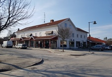 Butikker i Skotterud sentrum 100 meter fra boligen.