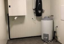 Teknisk rom med sentralstøvsuger, ventilasjonsanlegg og varmtvannsbereder