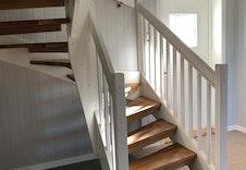 Under trappa er det også oppbevaringsmuligheter